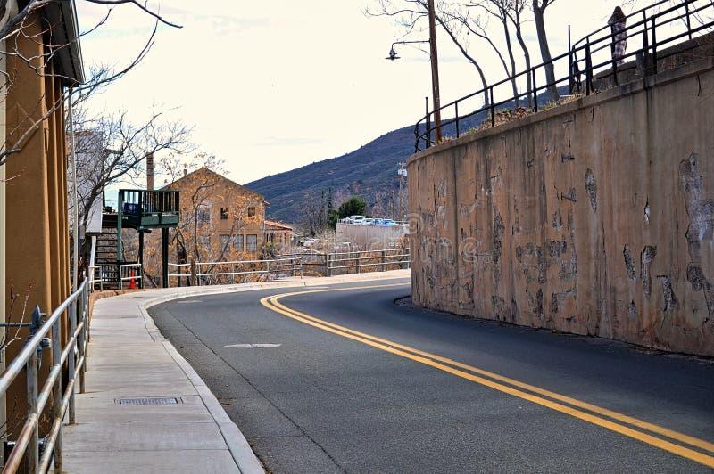 Nebenstraße in Jerome Arizona lizenzfreie stockfotos