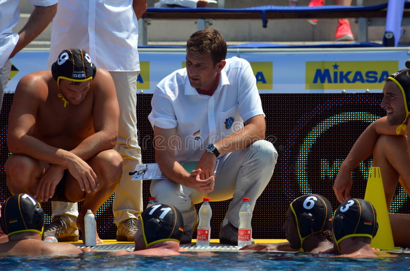 Nebojsa Novoselac &-x28; kierowniczy coach&-x29; opowiadać niemiecka drużyna zdjęcie royalty free