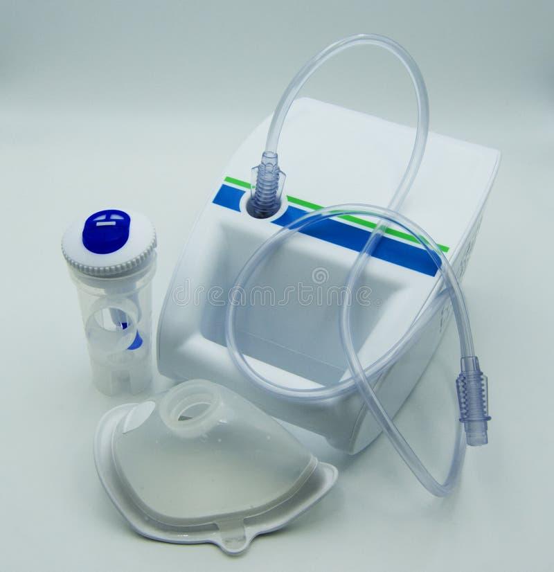 Nebulizer aerosol z kompresoru i nebulizer maską zdjęcia royalty free
