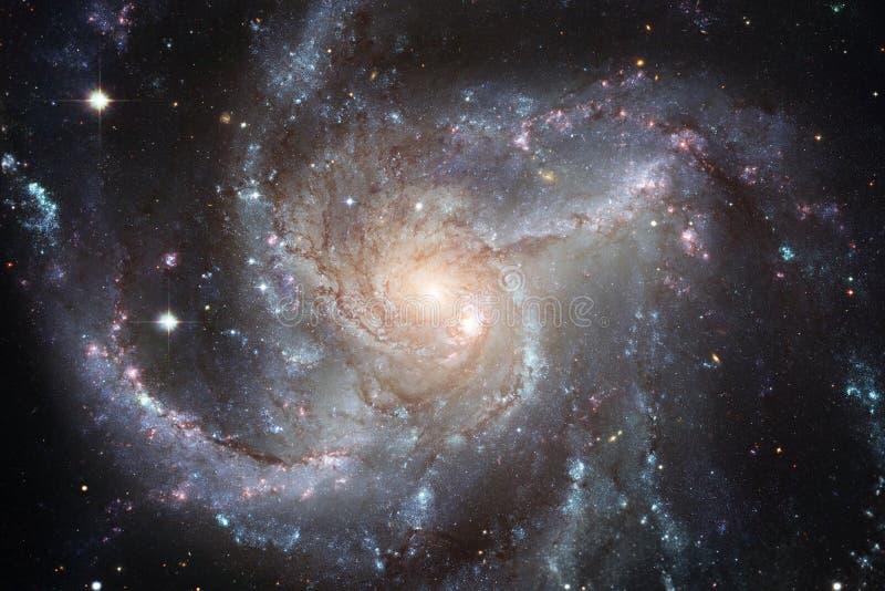 A nebulosa e brilhante bonitos protagonizam no espaço, universo misterioso de incandescência ilustração stock