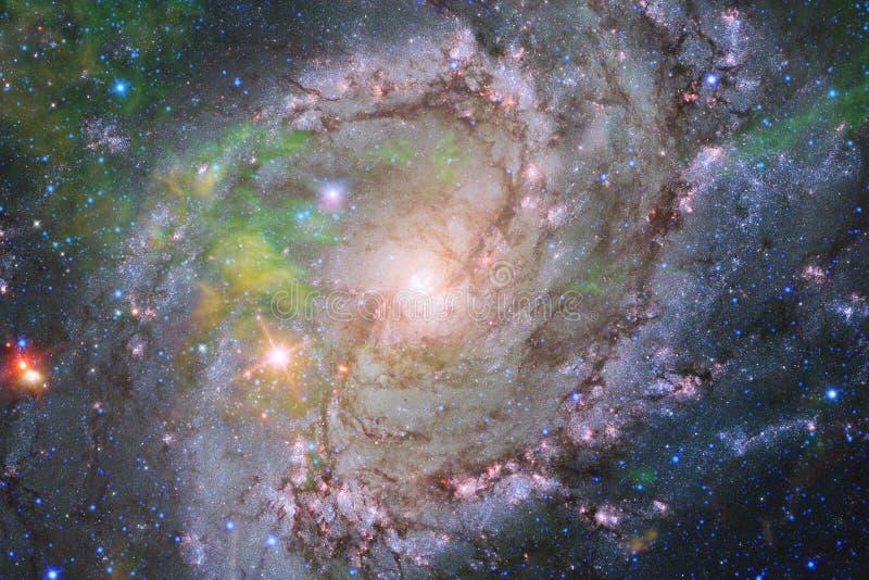 Nebulosa och galaxer i utrymme Best?ndsdelar av denna avbildar m?blerat av NASA royaltyfria foton
