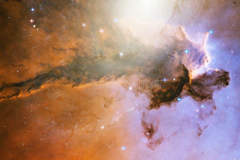 Nebulosas y estrellas en el espacio exterior, universo misterioso que brilla intensamente stock de ilustración