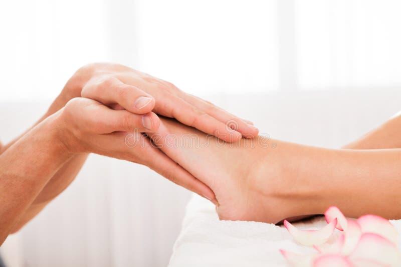 Necesidades subrayadas de los dedos del pie de relajarse fotos de archivo
