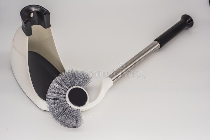 Necessidades diárias, escova de fio para toaletes de limpeza imagem de stock