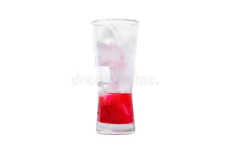 nectar rouge avec soda et glace dans le verre photographie stock libre de droits