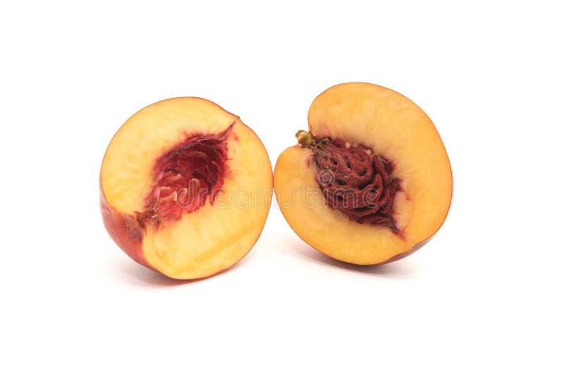 Nectarine in een besnoeiing met een been op een witte achtergrond wordt geïsoleerd die royalty-vrije stock foto