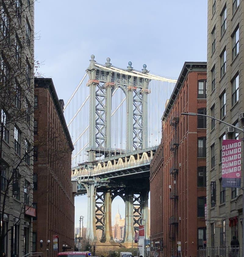 Ned under Manhattan Bridge Overpass - DUMBO arkivbilder