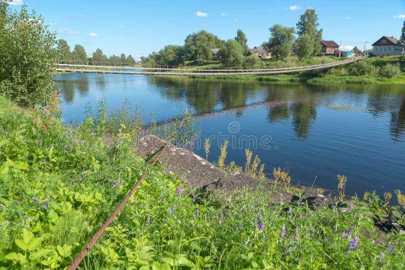 nedanför fartyg bridge för den september för dagen trevligt vatten inställningen royaltyfri foto