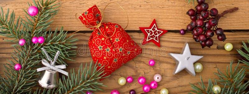 Neddles di Natale e decorazione colorata fotografia stock