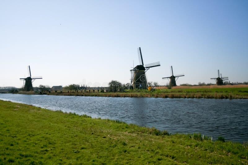 Nederland, Nederlands windmolenslandschap in Kinderdijk dichtbij Rotterdam, een Unesco-plaats van de werelderfenis stock fotografie
