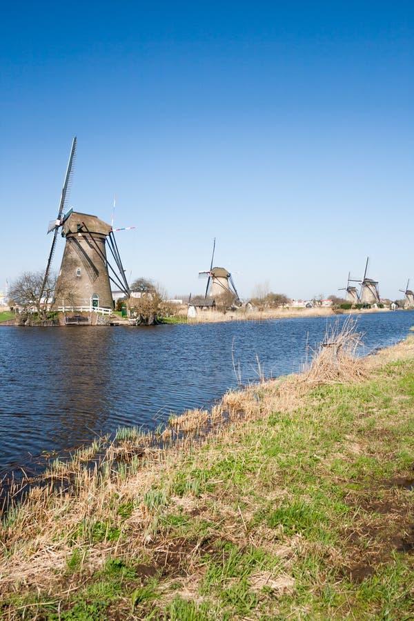 Nederland, Nederlands windmolenslandschap in Kinderdijk dichtbij Rotterdam, een Unesco-plaats van de werelderfenis stock afbeeldingen