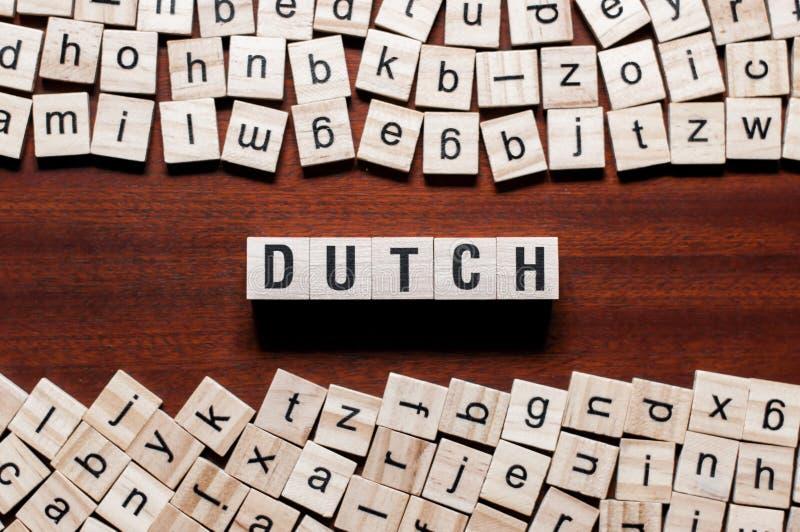 Nederlands woordconcept op kubussen stock fotografie