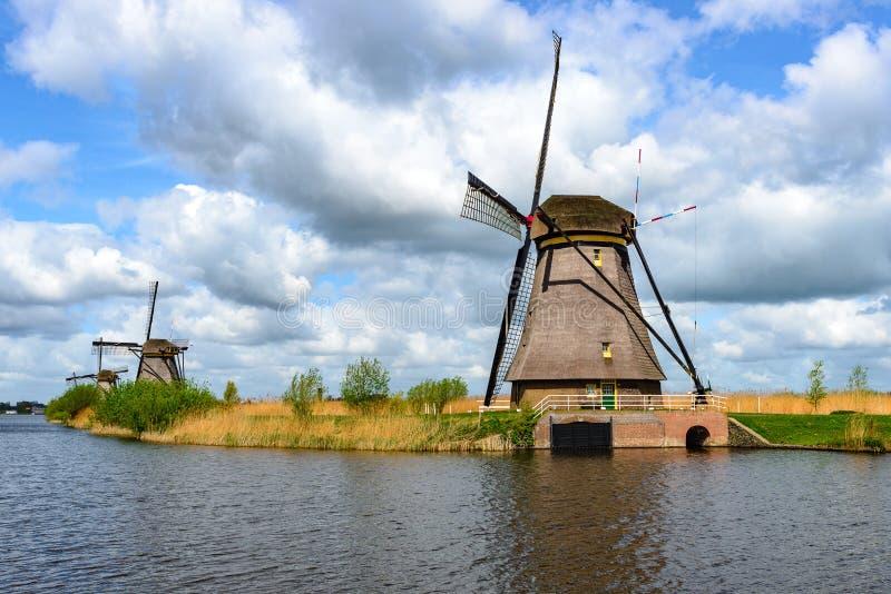 Nederlandse molens in Kinderdijk, Zuid-Holland stock foto