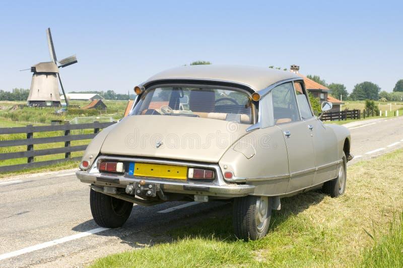 Nederlandse scène met een Franse Auto stock afbeeldingen