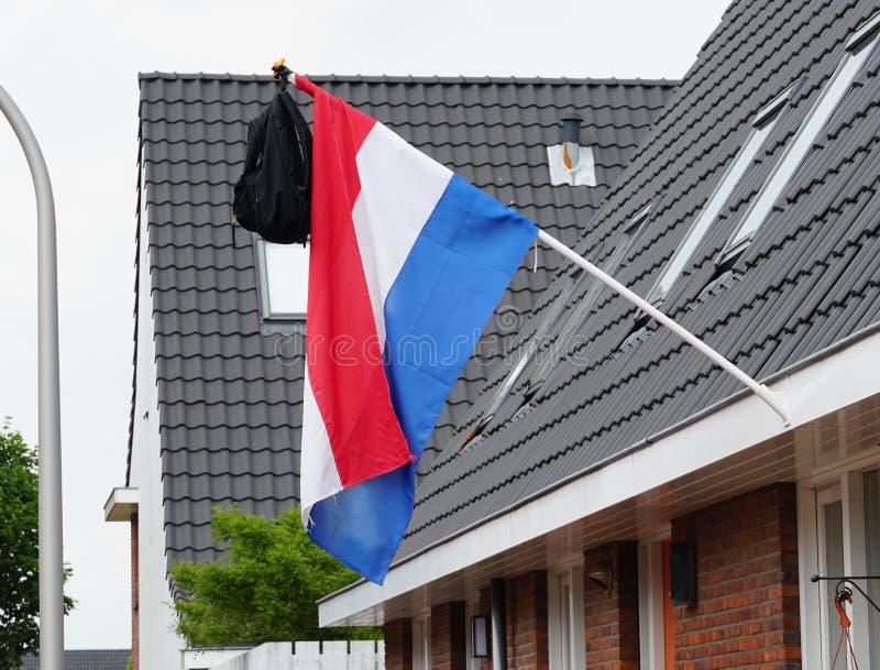 Nederlandse vlag met een schooltas stock foto's