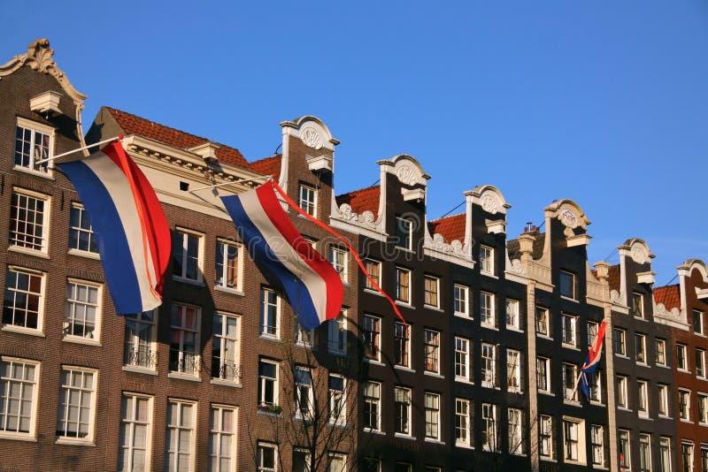 Nederlandse vlaggen op kanaalhuizen royalty-vrije stock foto's