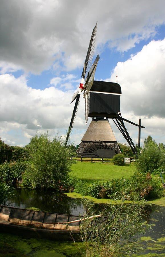 Nederlandse windmolen stock fotografie
