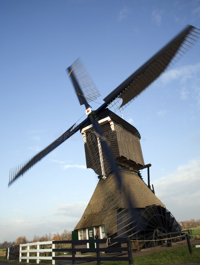 Nederlandse windmolen 15 stock foto's