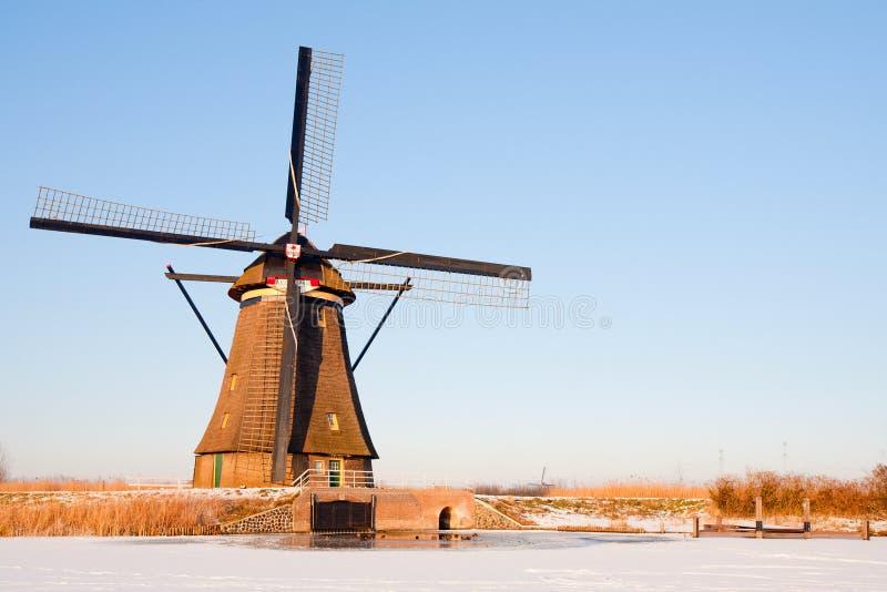 Nederlandse windmolen stock afbeeldingen
