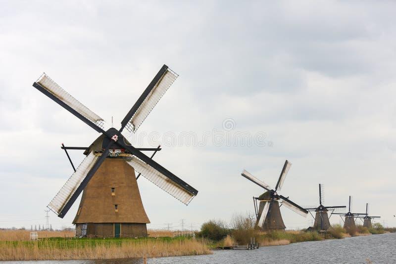 Download Nederlandse windmolens stock afbeelding. Afbeelding bestaande uit nederlands - 39110599