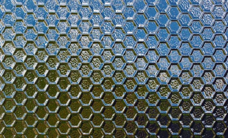Nedfläckad texturerad semitransparent glass bakgrund arkivfoton