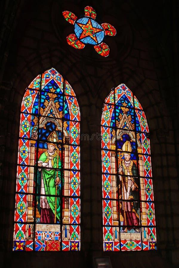 nedfl?ckada f?nster f?r kyrkligt exponeringsglas royaltyfria bilder