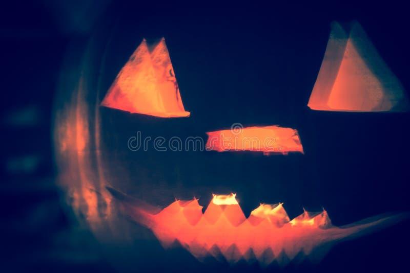 Nedgång b för framsida för abstrakta allhelgonaaftonpumpalyktor mörk ljus ilsken arkivbild