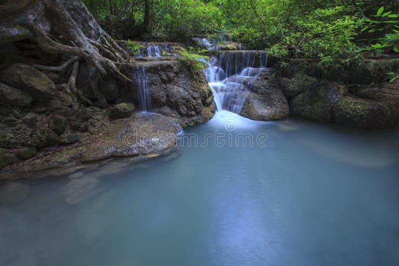 Nedgång för vatten för limefruktsten i arawan den kanchan vattennedgångnationalparken arkivbilder