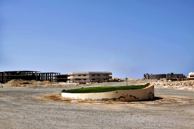 Nedgång i egyptiska semesterorter Hotell i kollaps inga turister royaltyfria bilder