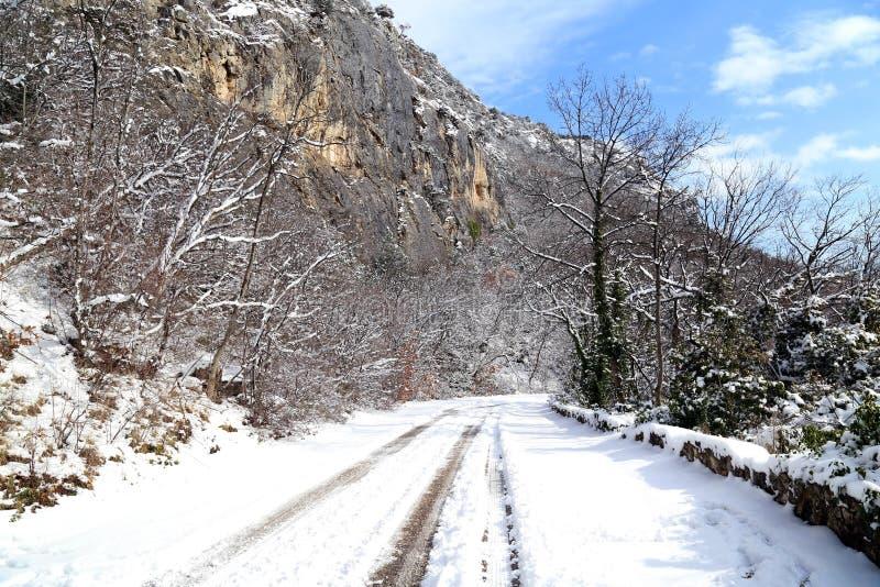 Nedgång i snön fotografering för bildbyråer