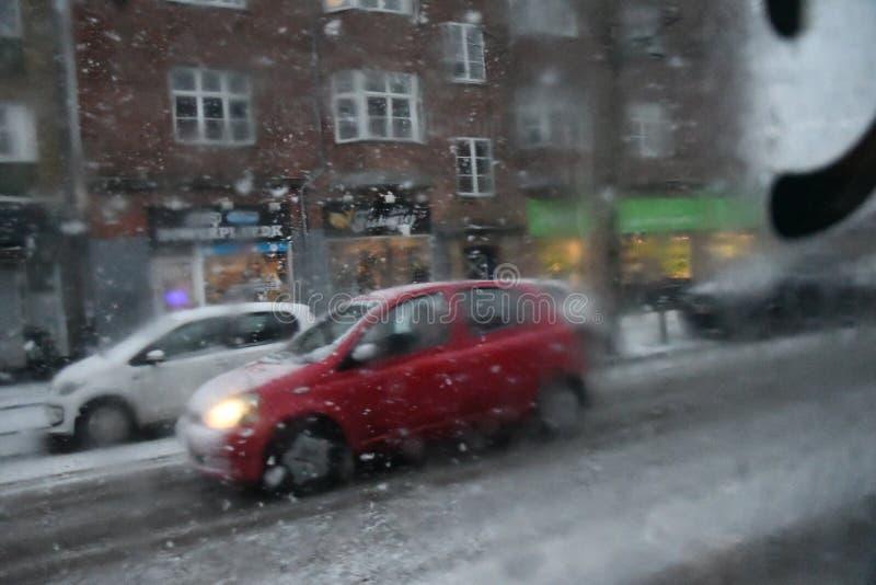 Nedgångar för tung snö i den danska huvudKöpenhamnen Danmark royaltyfri bild