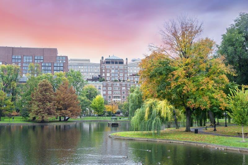 Nedgången färgar den Boston allmänningen och den offentliga trädgården royaltyfri bild
