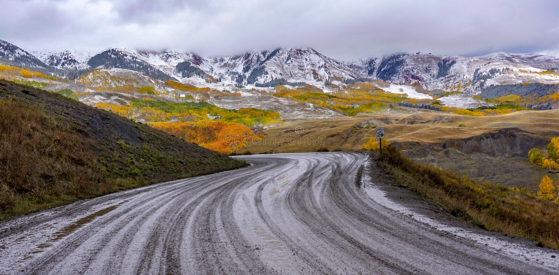 Nedgångfärger i den krönade butten, Colorado arkivbild