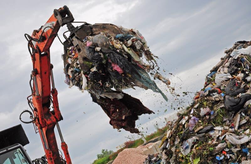 Nedgrävning av soporjordluckrare arkivbild