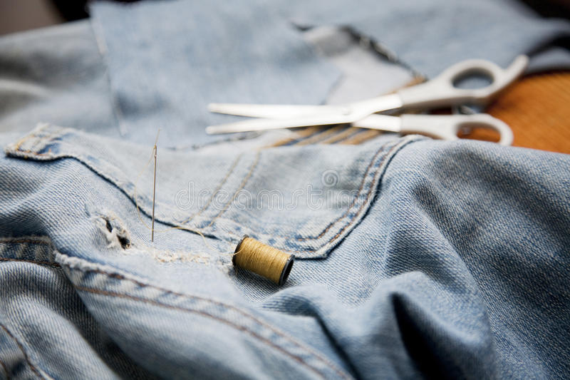 Download Needle And Thread Stock Photos - Image: 19552943