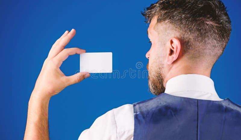 Neem deze kaart Bankwezen en kredietconcept Plastic betaalpas Gemakkelijk geldkrediet Welke bankcreditcard gemakkelijk is te krij royalty-vrije stock fotografie