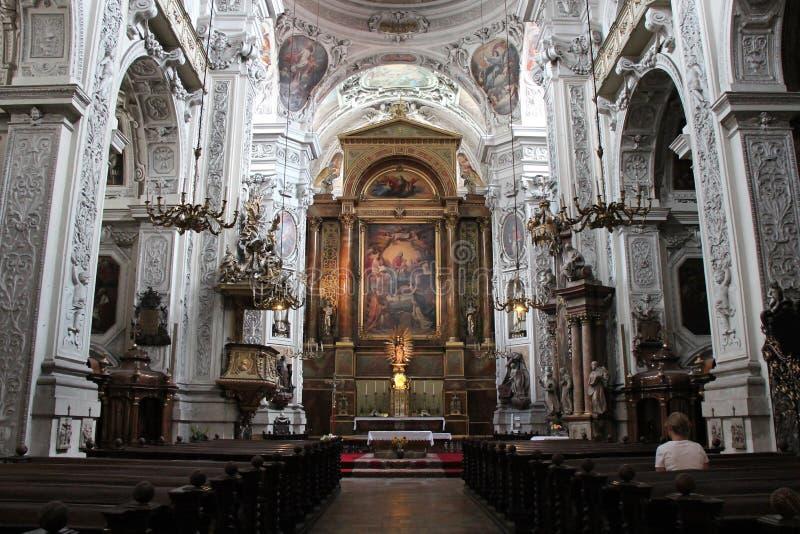 Nef de la Dominikanerkirche (Vienne - Autriche) fotografia de stock