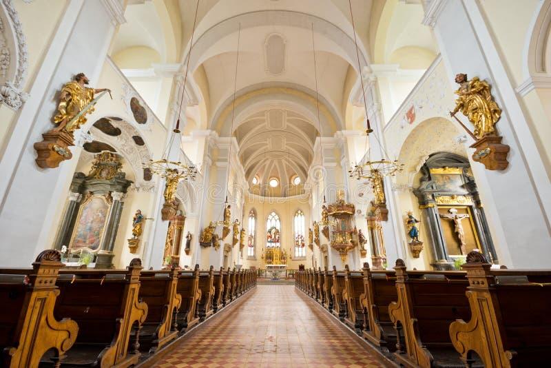 Nef principale d'église paroissiale de Judenburgs photographie stock