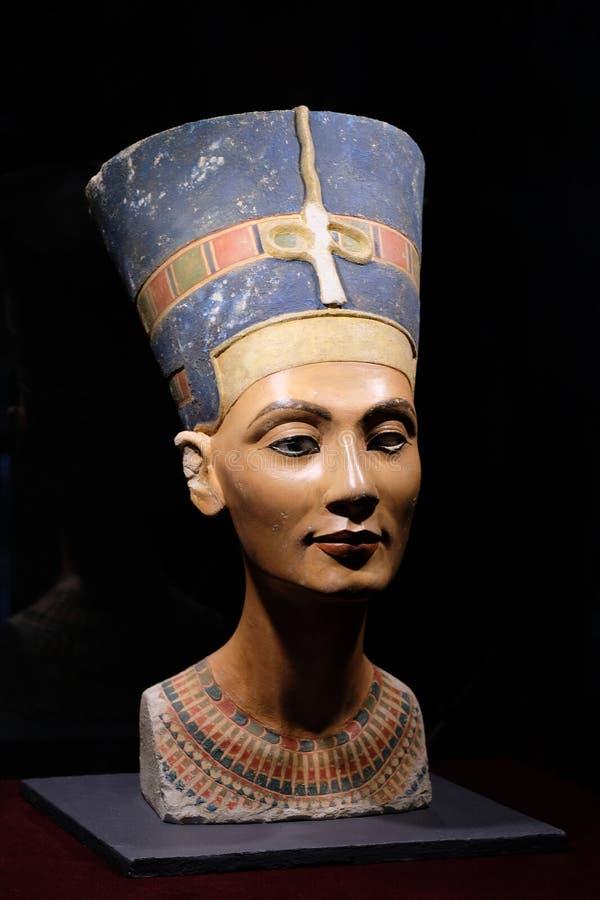 Nefertiti Bust staty, forntida Egypten, egyptisk drottning Utställning i Peter och Paul Fortress arkivbilder