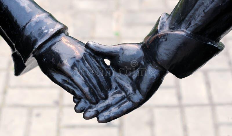 NEFTEYUGANSK, RÚSSIA - 29 DE JULHO DE 2019: Fragmento da escultura de Ivan e de princesa Maria, caráteres do conto de fadas famos imagens de stock