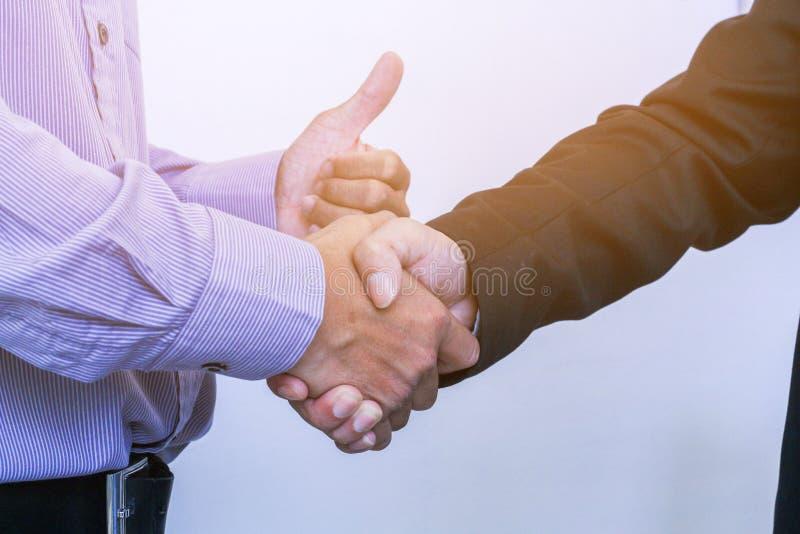 Negócio ao trabalho no escritório o conceito para o trabalho bem sucedido ao objetivo da organização foto de stock royalty free
