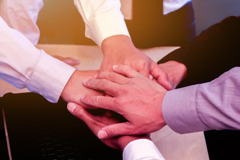 Negócio ao trabalho no escritório o conceito para o trabalho bem sucedido ao objetivo da organização fotos de stock royalty free