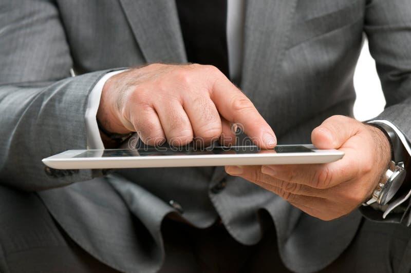 Negócio com tabuleta digital imagens de stock royalty free