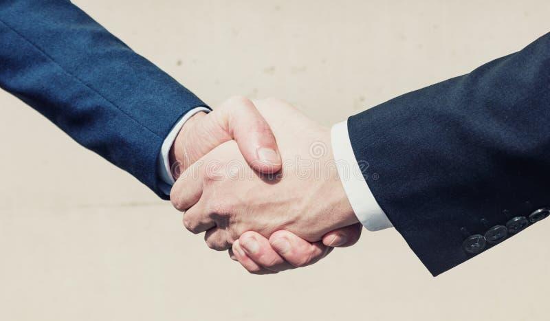 Negócio da agitação da mão do homem de negócio fotos de stock royalty free