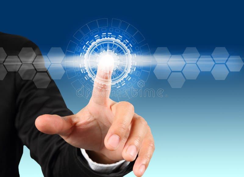 Negócio da mão que pressiona a tecnologia da relação do botão do poder foto de stock