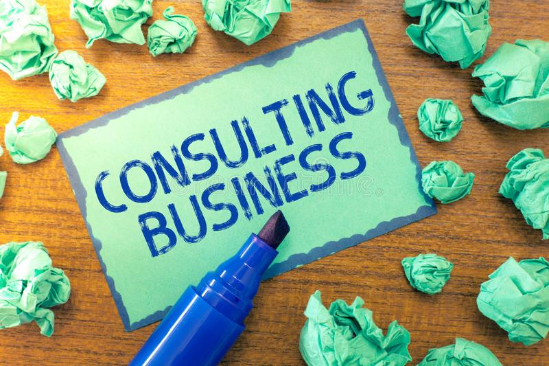 Negócio de consulta do texto da escrita Os peritos da empresa de consulta do significado do conceito dão o conselho profissional fotos de stock