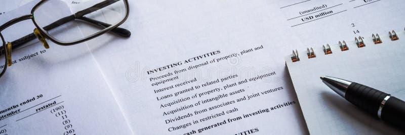 Negócio de exibição e relatório da renda financeira contabilidade fotos de stock royalty free