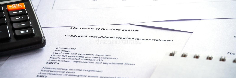 Negócio de exibição e relatório financeiro Declaração de rendimentos explicando imagens de stock