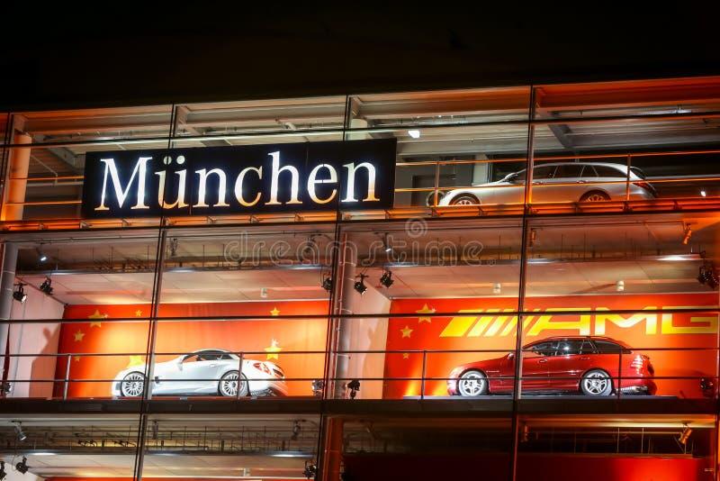 Negócio de Mercedes Benz em Munich fotografia de stock