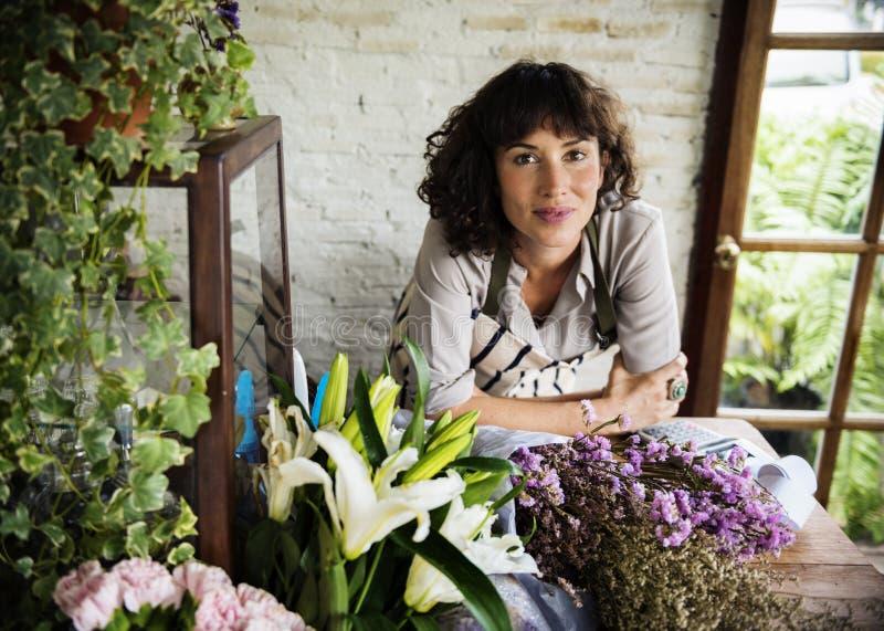 Negócio do florista com conceito do proprietário da mulher fotografia de stock royalty free